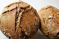 Podle nové knihy Alena Gajduškové si můžete upéct chleba z kvásku a vyrobit domácí těsto.