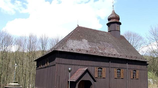 Dřevěný kostel v Českém Jiřetíně trpí po poslední zimě.