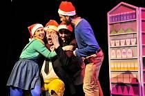 Divadlo rozmanitostí připravilo chytrou srandu, ukáže realitu současných Vánoc. Je to ojedinělá pohádka. Dnes má premiéru.