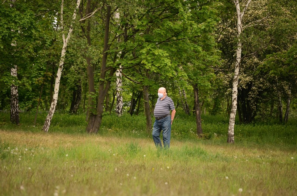 Řada Mostečanů se v parku Šibeník cítí bezpečněji než před lety. Pomohly změny, například stavba nových hřišť a prořezávky houštin.