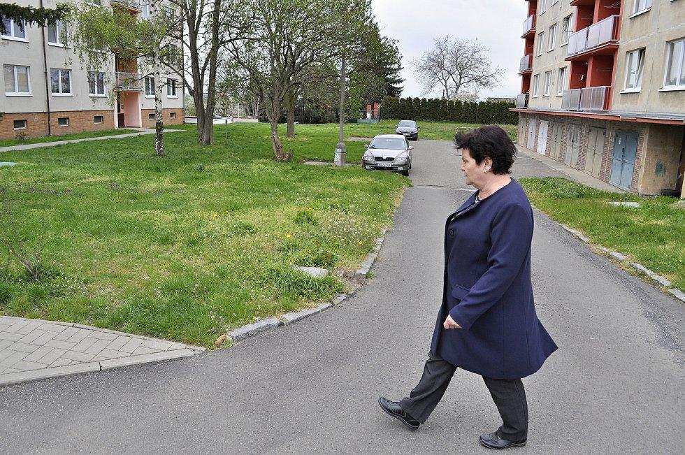 Starostka Bečova u Mostu Jitka Sadovská ukázala Deníku, co se v obci zlepšilo a co se má ještě zlepšit.