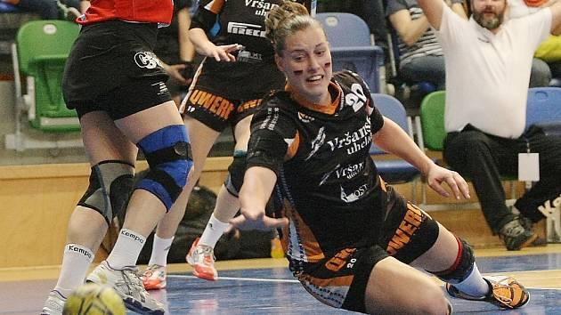 Reprezentantka Martina Weisenbilderová ještě v dresu Černých andělů. Z Mostu pak přestoupila do švédského Kristianstadu.