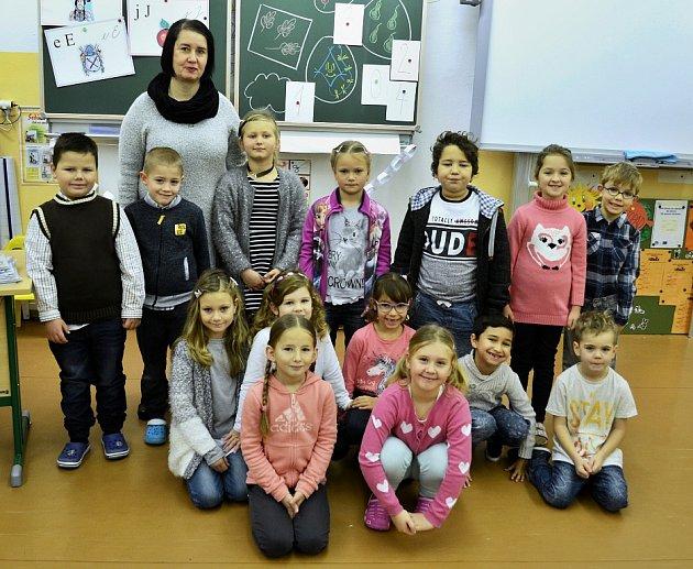 Žáci 1.AZákladní školy Bečov střídní učitelkou Miroslavou Doxanskou