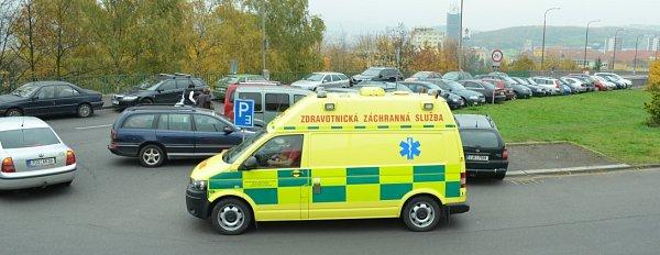 Situace umostu na vjezdu do nemocnice.
