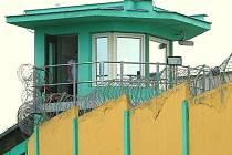 Strážní věž bělušické věznice ve čtvrtek odpoledne.