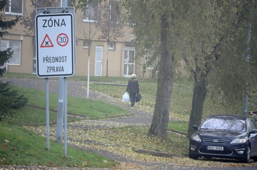 Ulicí Česká v Mostě by podle odborníků měl v budoucnu jezdit autobus MHD
