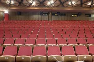 Současné sedačky v kinosále Citadely Litvínov.