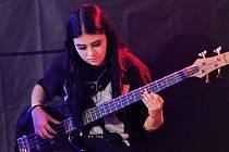 Pátek bude v Rokáči Vinohrady patřit vyznavačům punku. Vystoupí i kapela Navira s baskytaristkou Ludmilou Řeháčkovou.