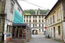 Bývalá přádelna bavlny a tkalcovna značky Marbach Null v Šumné je památkou od roku 1958.