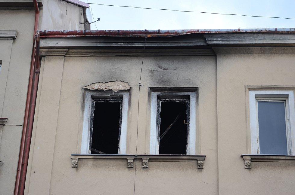 Opuštěný dům v ulici Tržní v Litvínově. Stavební úřad nařídil vlastníkovi, aby si dům zabezpečil.