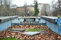 Tak vypadá park Střed v Mostě dnes. Zoufale čeká na rekonstrukci