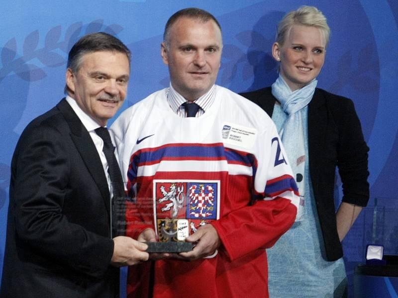 Robert Reichel (uprostřed) bude asistentem u seniorské reprezentace.
