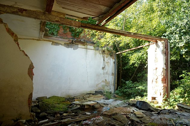 Opuštěné garáže vmosteckých Rudolicích.