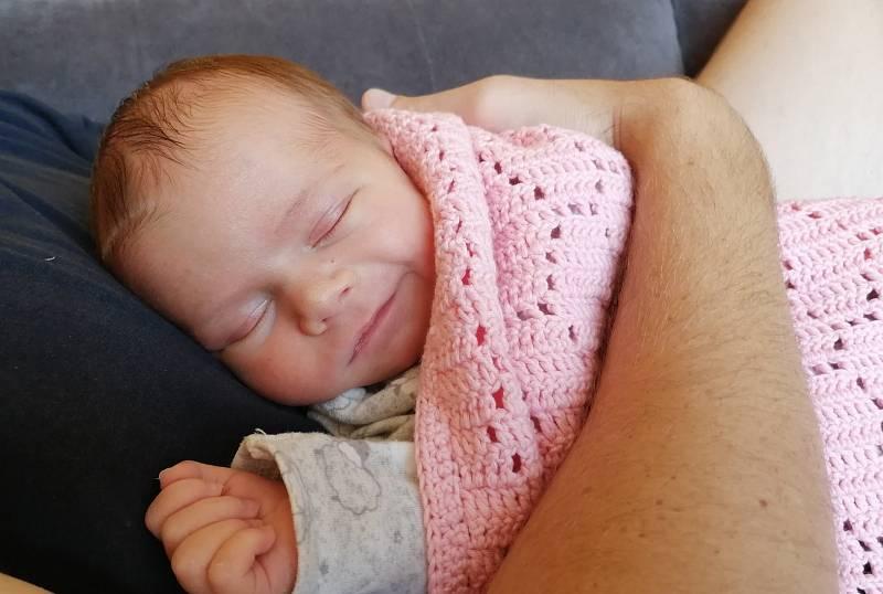 Meda Mahnertová se narodila 25. srpna ve 22.17 hodin rodičům Haně Klímové a Lukáši Mahnertovi z Ústí nad Labem. Měřila 50 cm a vážila 3,35 kilogramu.