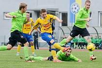 Varnsdorf (ve žlutém) ovládl derby vysoko 4:0.