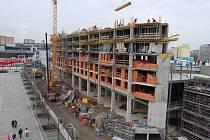 Výstavba Centralu v Mostě začala v roce 2007, na snímku bytová část Odeon.