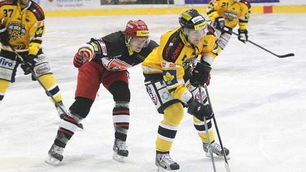 Litvínov (ve žlutém) versus Hradec Králové.
