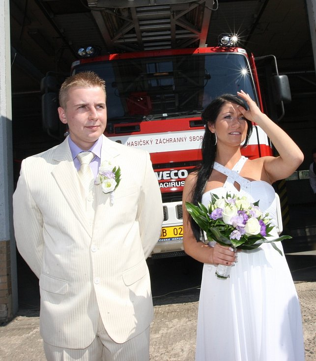 Svatba na hasičské stanici v Mostě, červenec 2011