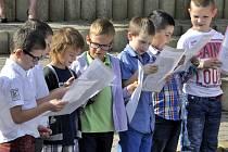 Prvňáčci ze 3. ZŠ v Mostě si předávání vysvědčení a konec školního roku užili.