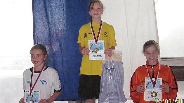 Litvínovská Anna Haselbergerová (uprostřed) slavila v Chomutově čtyři vítězství.