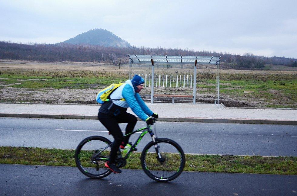 Cyklostezka u jezera Most.