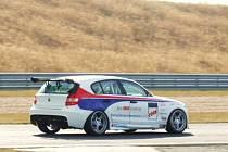 BMW na mosteckém autodromu.