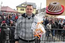 Maxijedlík Jaroslav Němec a jeho bábovka.