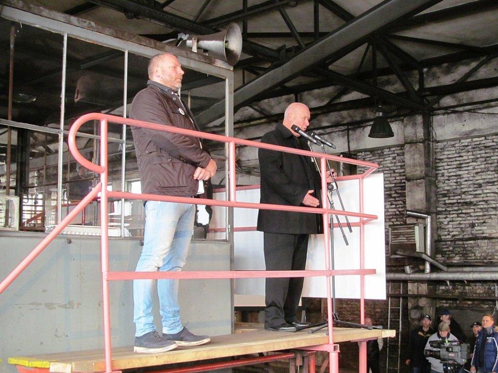 Jan Dienstl, spolumajitel Severní energetické, která důl Centrum provozuje (vlevo) a hejtman Ústeckého kraje Oldřich Bubeníček.