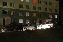 Panelový dům obsadily policejní hlídky