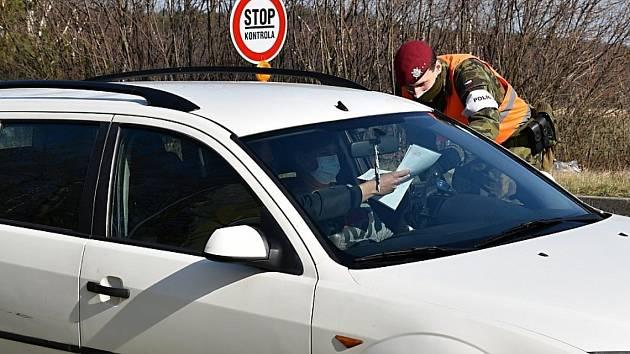 Pendleři ozvěte se! Jak na vás dopadají zpřísněná pravidla pro cestu za prací.