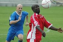 Účastník krajského přeboru FK SIAD Souš (v modrém) nestačil v předkole poháru ČMFS na divizní celek Brozan a padl 1:4. Všechny branky padly už v prvním poločase.