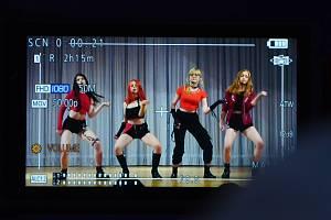 Mostecká dívčí skupina Polaris natáčela v ZUŠ F. L. Gassmanna video pro korejskou porotu z K-POP World Festival.