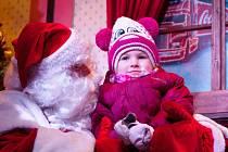 Vánoční kamion nepřiveze jen Santu, přiveze také možnost přispět mateřskému centru Benjamínek.