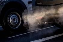 Ke smogu přispívá automobilová doprava, lidé mají upřednostnit MHD.