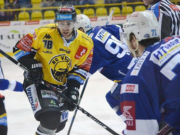 Litvínovský útočník Robin Hanzl v zápase s brněnskou Kometou.