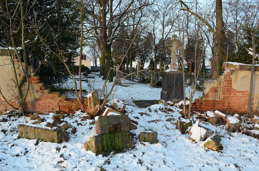 Hřbitov u Kostela svatého Vavřince v Havrani.