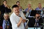 Vladimír Hron se připojil k promenádnímu koncertu Big Bandu Zdenka Tölga