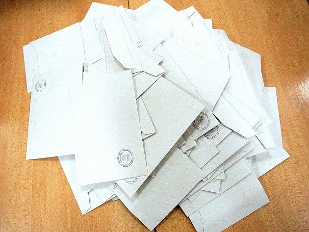 Policie vyšetřuje podezření z kupčení s hlasy voličů v obci Malé Března na Mostecku.