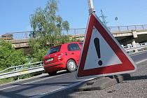 Pozor na práci na silnici v Souši.