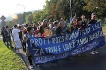 Pochod anarchistů Mostem.
