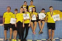 Zleva dole trenér Kadlec, Dolniak, Wohlová, Toušková, Chmelařová, Adamec, Kříž. Nahoře Letaliková, Brettschneider.
