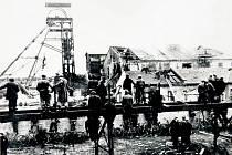 Důl Nelson po výbuchu.