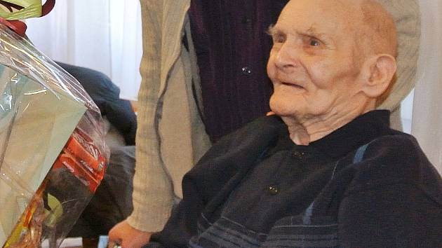 Rudolf Hrdlička při oslavě narozenin. Narodil se před 1. světovou válkou. Takových lidí už moc není.