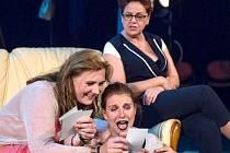 Z technických důvodů a očekávané nepřízni počasí Městské divadlo v Mostě zrušilo plánovaná představení na hradě Hněvín v pátek 21. května (titul 3 ženy) a v sobotu 22. května (titul Hráči).