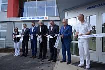 Krajská zdravotní představila v mostecké nemocnici nové pracoviště magnetické rezonance. Celkové náklady na vybudování a zprovoznění dosáhly téměř 47 milionů korun.