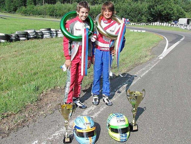 Mostečtí jezdci z HKC Racing Teamu vlevo Jan Janovský a vpravo Ondřej Nigrin.