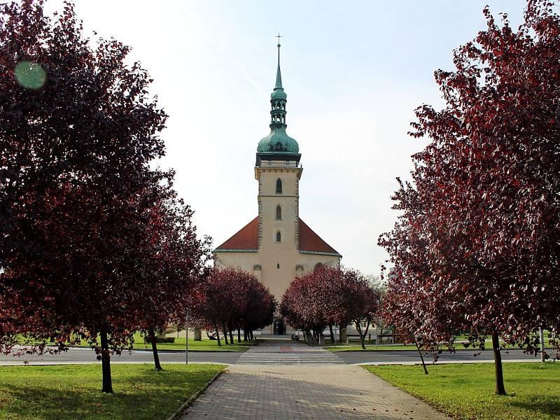 Přesunutý kostel Nanebevzetí Panny Marie v Mostě