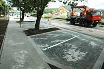 Nová parkovací místa u Stovky v Mostě.