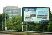 U frekventovaných silnic v Mostě už lákají billboardy na Sluneční lázně