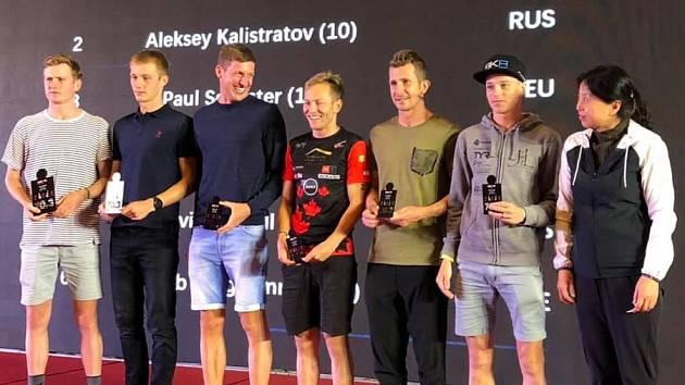 Jakub Langhammer (vpravo) po náročném závodě.